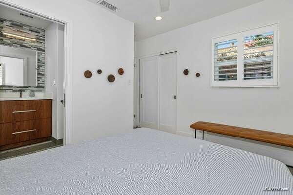 Master w/ Queen & En-Suite Bathroom