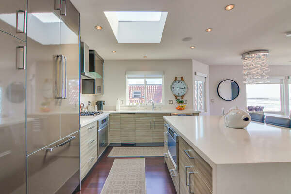 Fully Equipped Kitchen w/ Modern Appliances