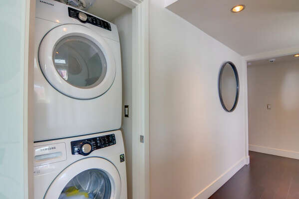 Washer/Dryer in Hallway Closet