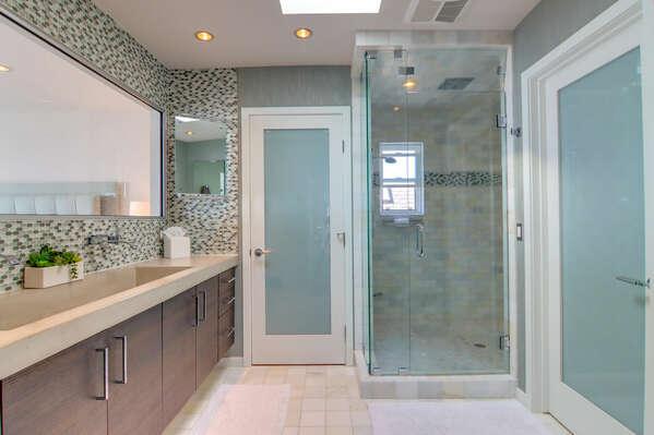 En-Suite Bathroom w/ Shower