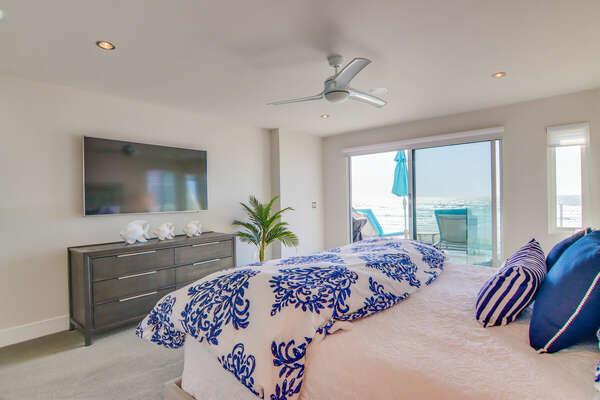 Oceanfront Master Bedroom w/ King & En-Suite Bathroom