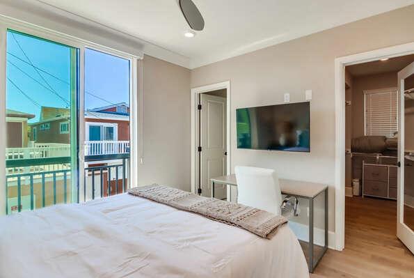 2nd Floor - Master Bedroom w/ Queen Bed, WFH Desk, Walk-In Closet, & En-Suite Bathroom