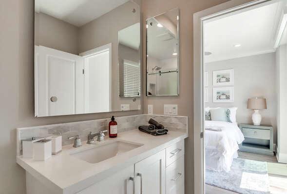 2nd Floor - Master En-Suite Bathroom w/ Shower