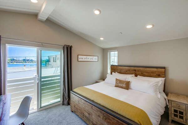Third Floor - Master Bedroom w/ King Bed, Desk and En-Suite Bathroom