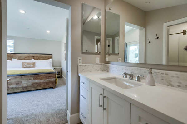 Third Floor - Master En-Suite Bathroom