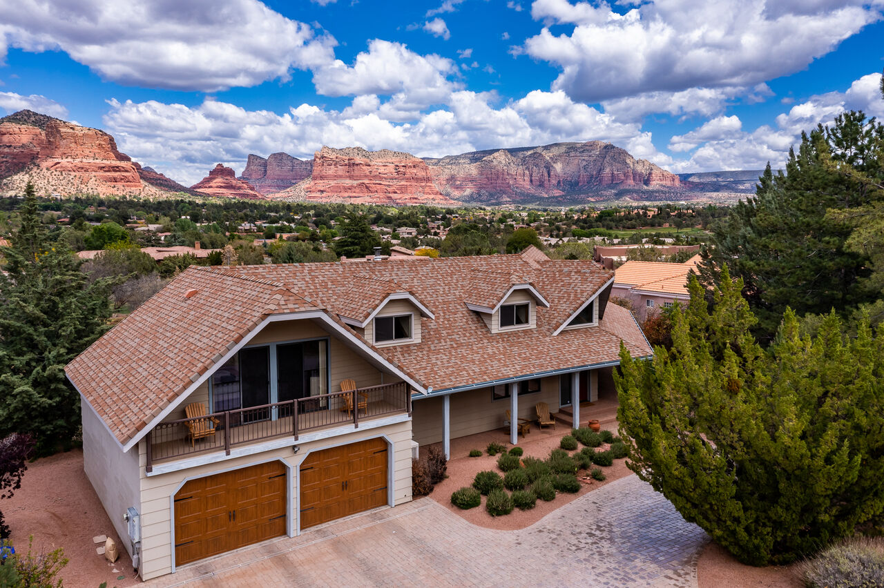 Spacious Home Backs to National Forest and Red Rock Vistas