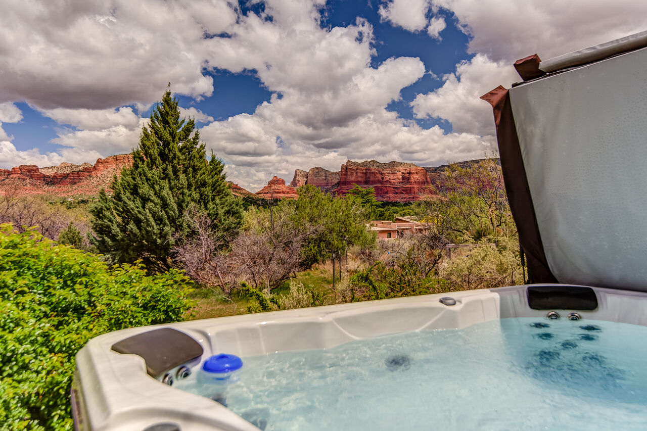 Soothing Hot Tub with Amazing Views!