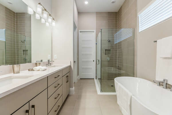 This en-suite bathroom feature a walk-in shower and garden tub