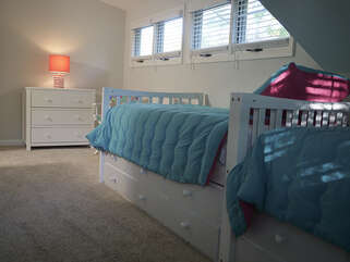 2 twin beds with trundles