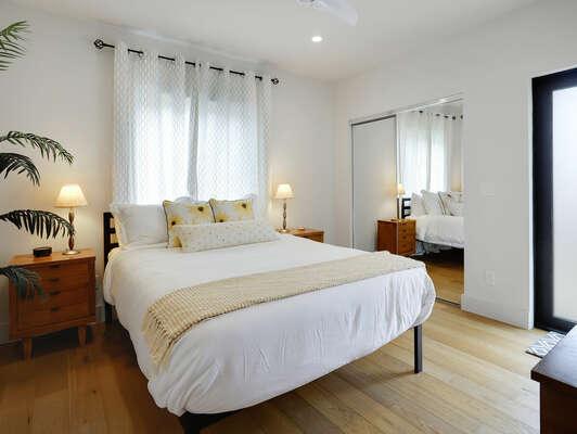 1st Floor - Guest Bedroom w/ Queen Bed