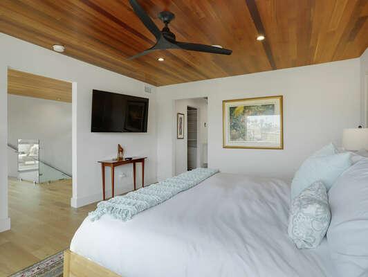 3rd Floor - Master Bedroom Suite w/ King Bed & Large Walk-In Closet