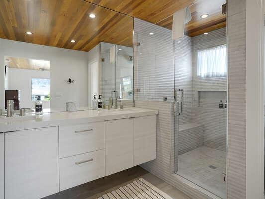3rd Floor - Master Bedroom En-Suite w/ Shower