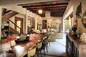 With rustic and colonial decor