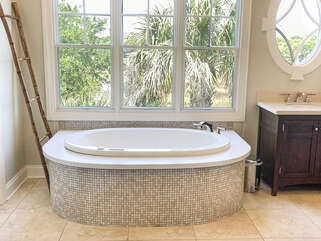An air jetted tub for soaking in