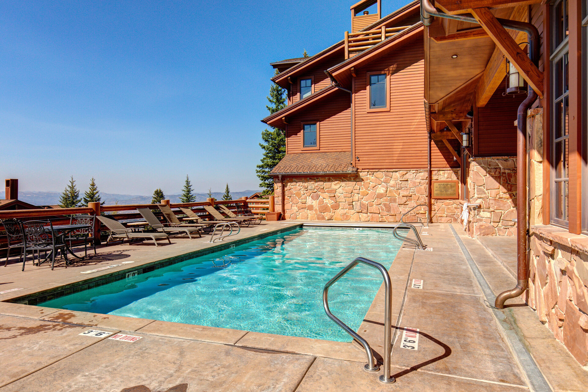 Community Heat Pool and Hot Tub Open Year Rounc