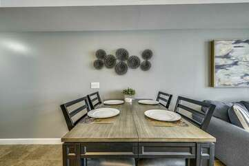 Dining room table (seats 4)