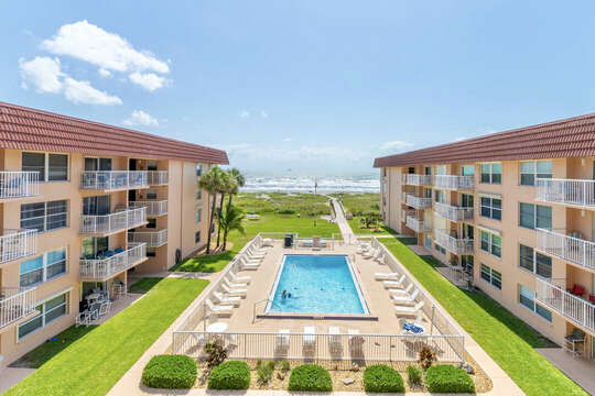 Overlook the pool & right out to the ocean!
