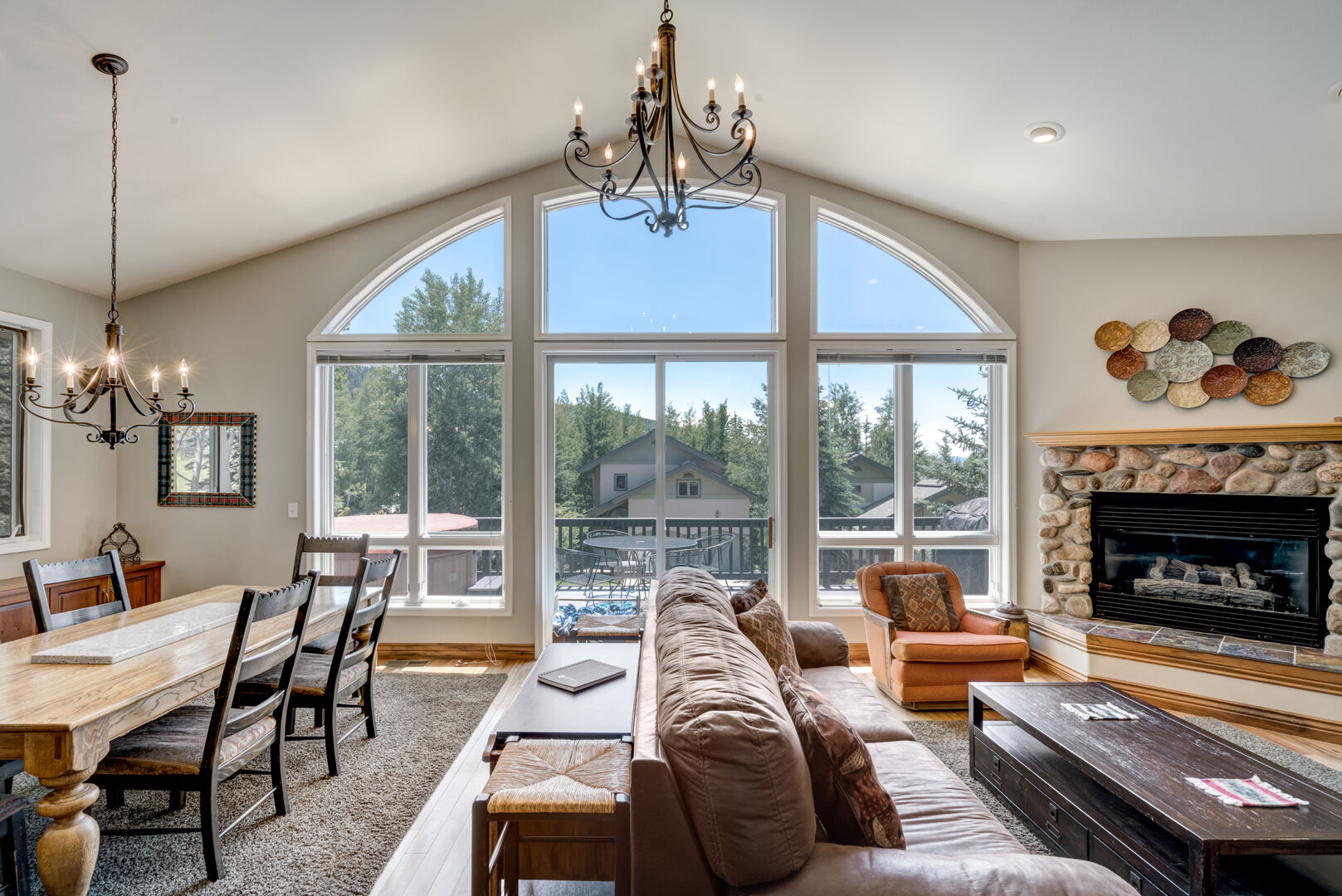 Perfect for families, couples, cozy, open floor plan with gas fireplace