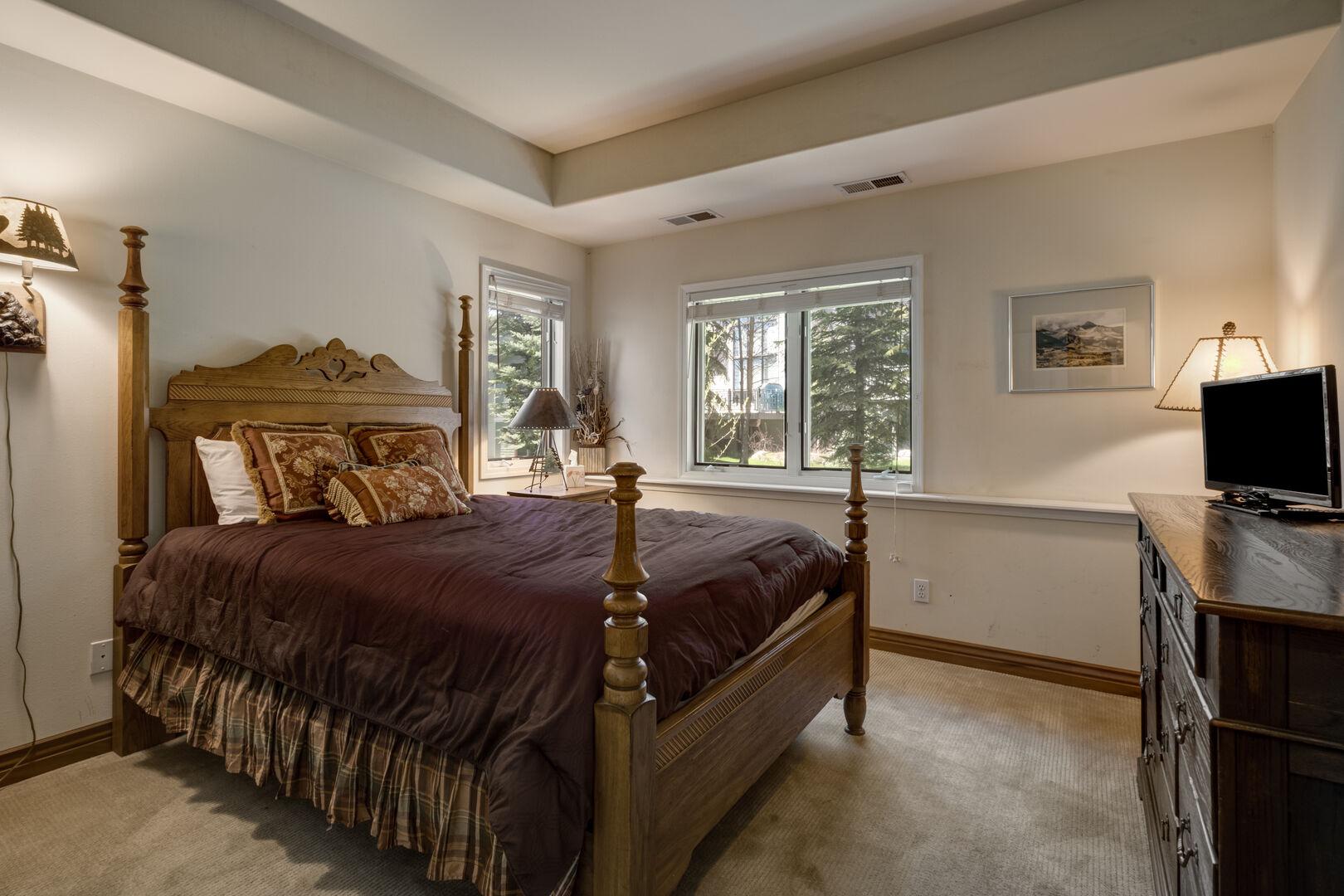 Lower level queen bedroom #2