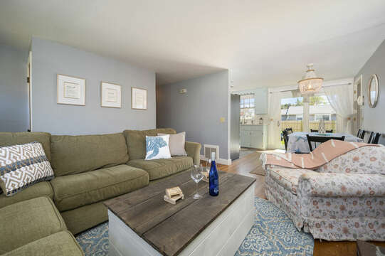 Living room - 7 Cutter Lane West Yarmouth Cape Cod - New England Vacation Rentals