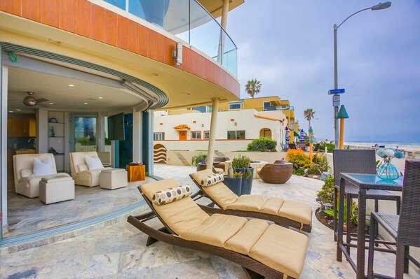 Ground Floor Oceanfront Patio - Loungers