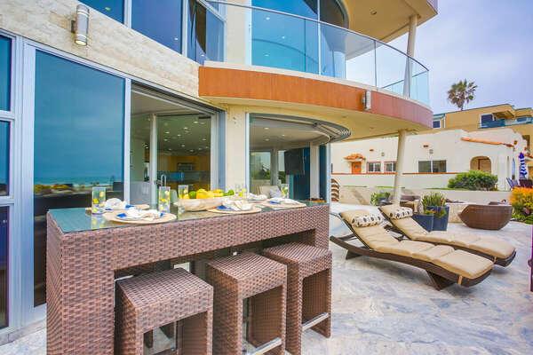 Ground Floor Oceanfront Patio - Outdoor Dining & Loungers