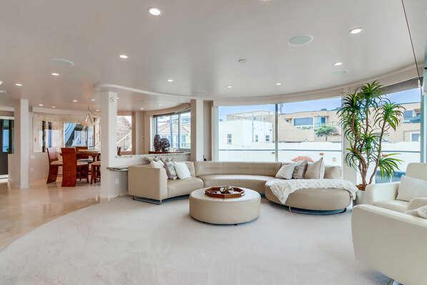 Living Room w/ Sliding Glass Doors & Deck