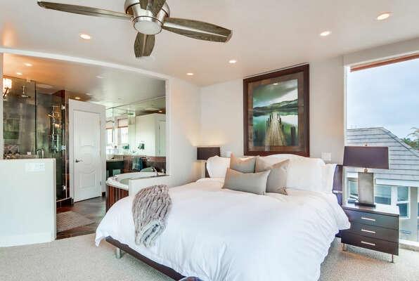 Master Bedroom w/ King & En-Suite