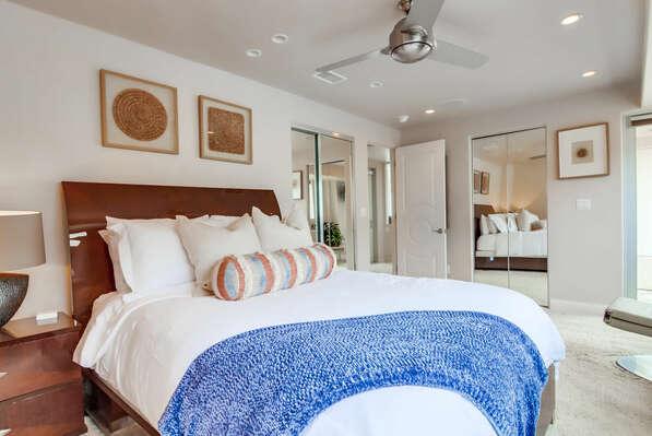 Guest Bedroom w/ Queen & En-Suite