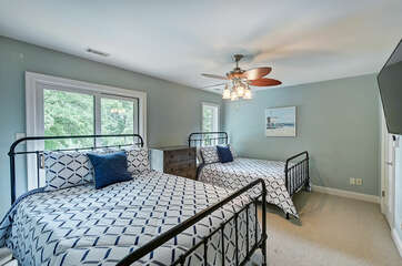 Upper Level Double queen room, full bath private access.