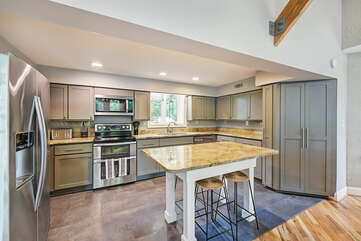 Kitchen, lots of counter space, updated appliances.