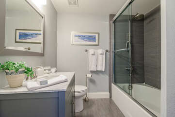 Full Shared Bath 2 with a Tub/Shower Combo