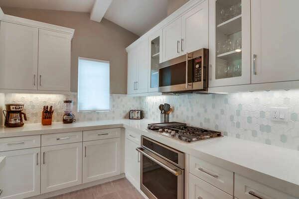 Modern Kitchen w/ New Appliances