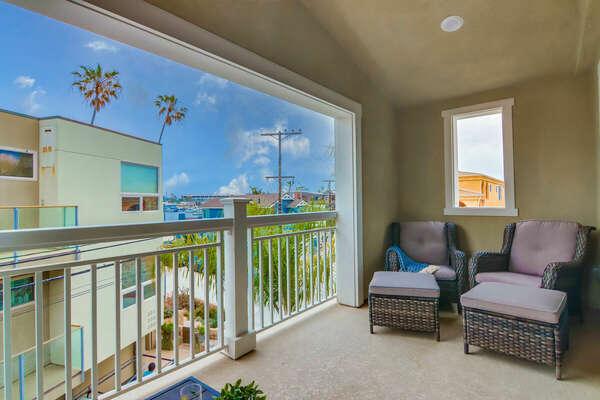 Balcony w/ Seating & Bay Views
