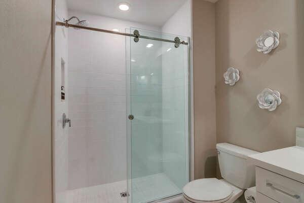Master En-Suite Bathroom w/ Shower