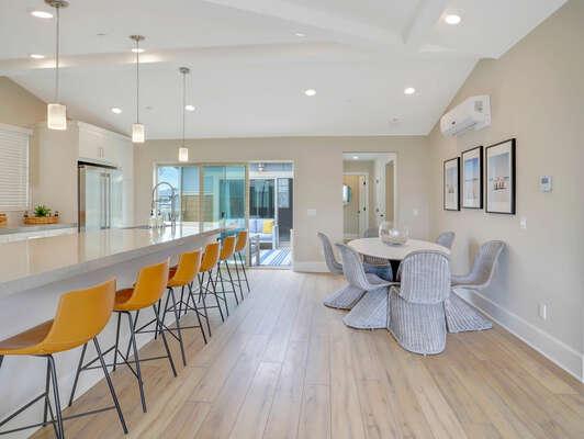 Dining Area and Breakfast Bar - Third Floor
