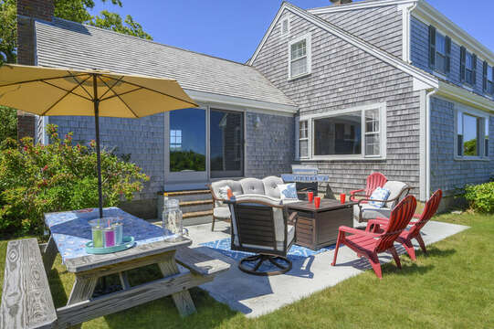 Dining and outside sitting - 229 Scatteree Road Chatham Cape Cod - New England Vacation Rentals Vacation Rental