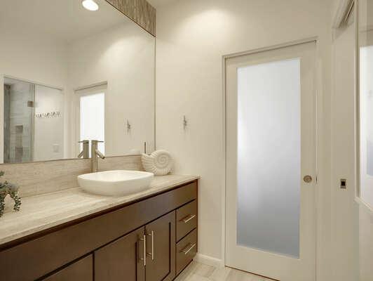 Jack & Jill Bathroom w/ Shower