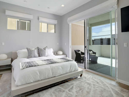 Master Suite w/ Balcony