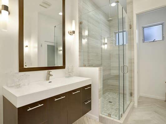 Master En-Suite Bathroom - 2nd Floor (Entry Level)
