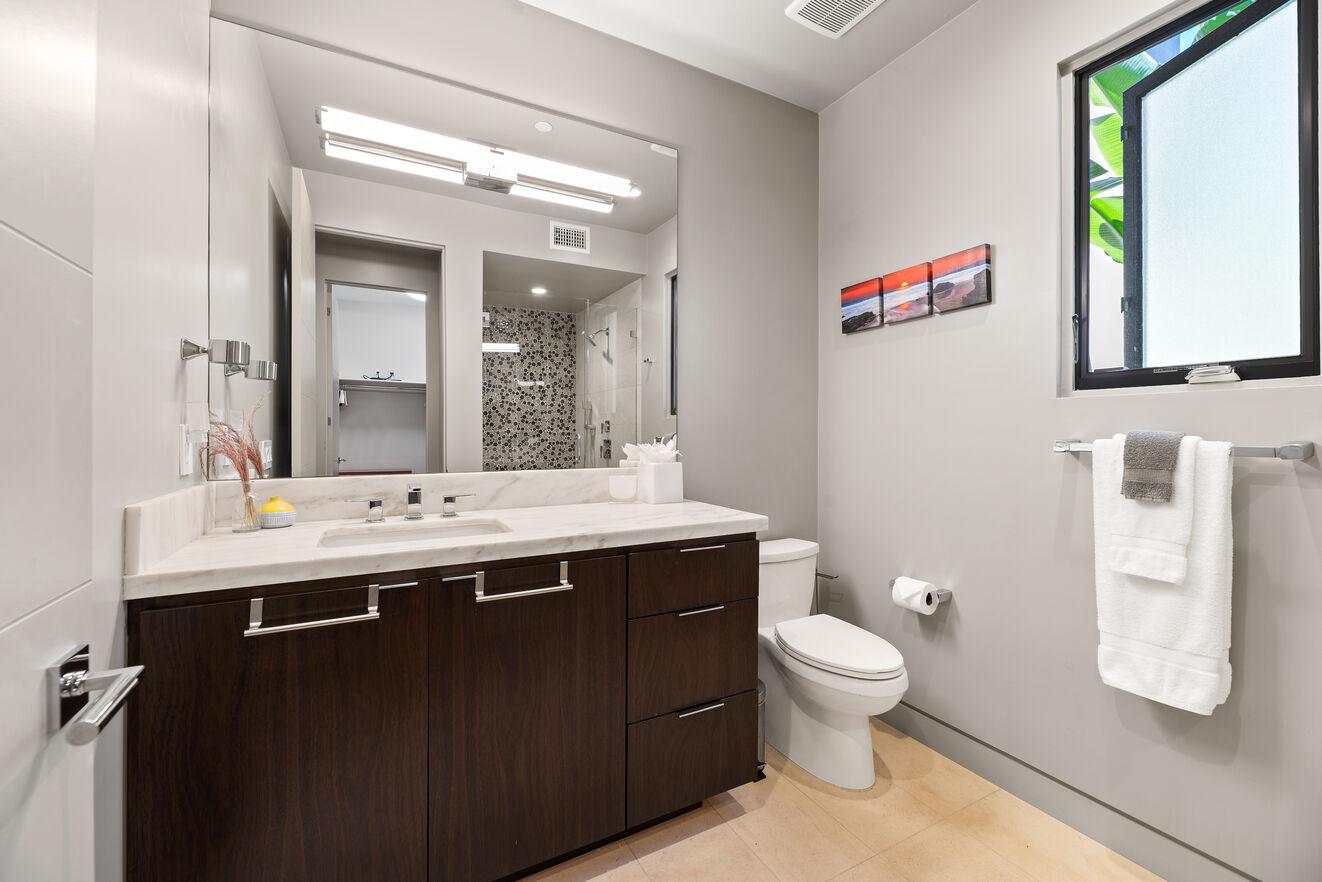 Bathroom ensuite to bedroom #3