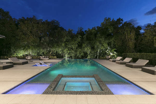 Spend the evening next to the pool with spa lights
