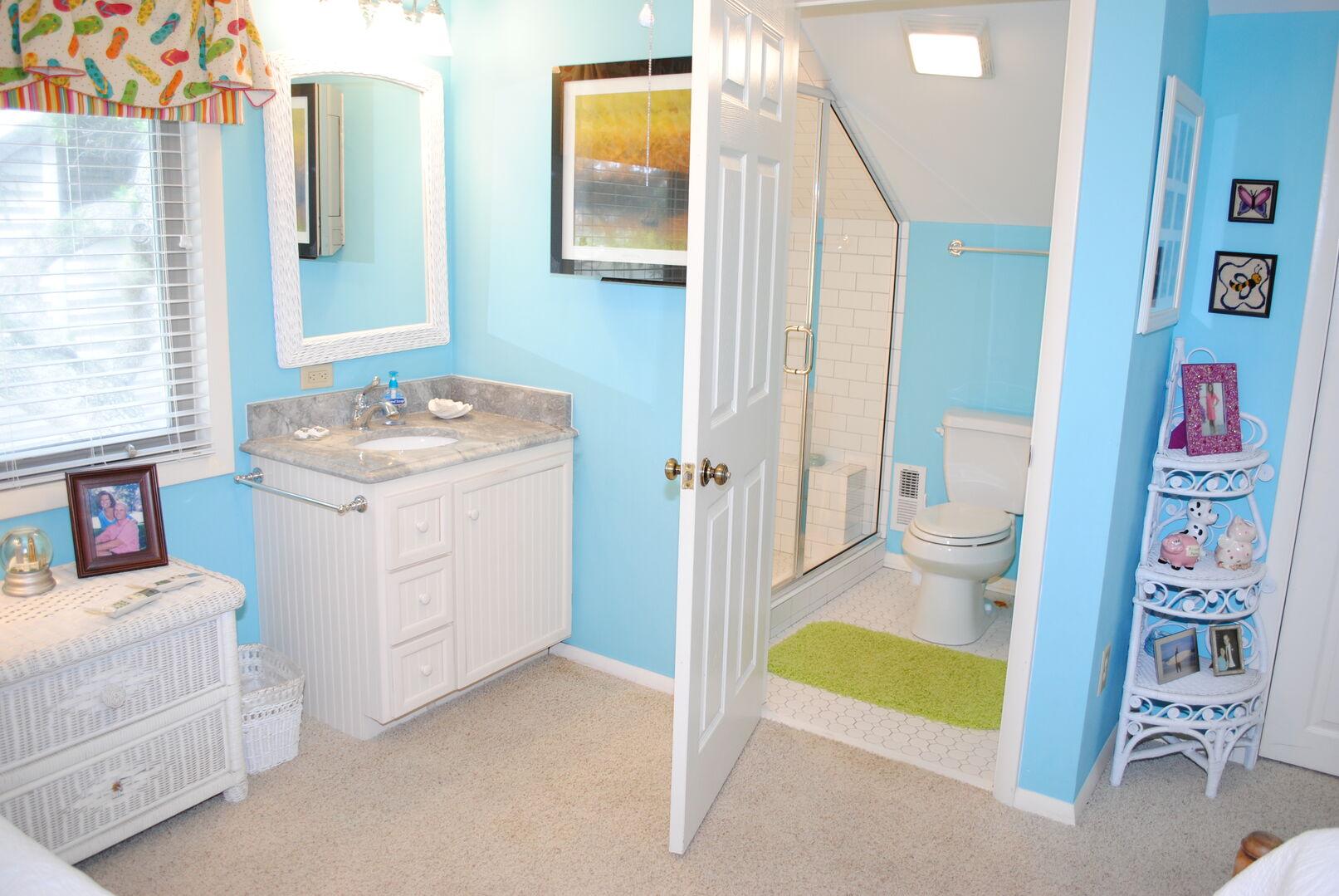 Twins Bathroom - Second Floor