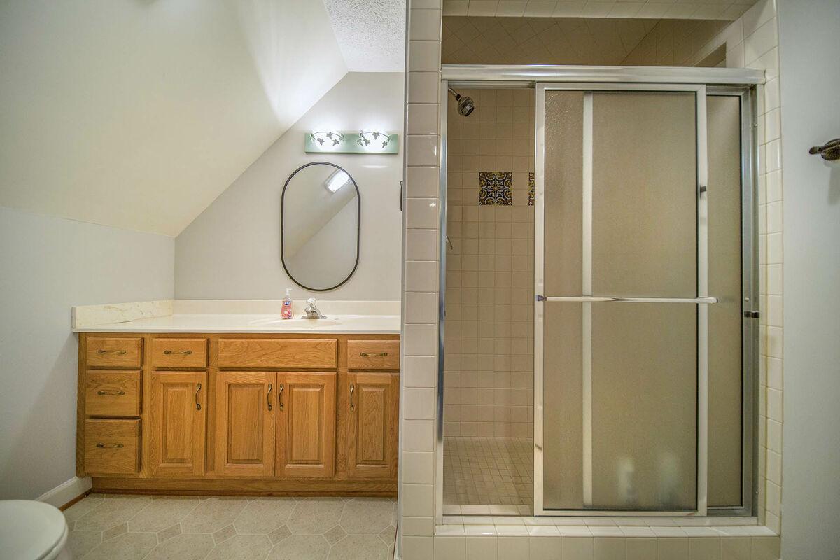 Upper Level Ensuite Bath