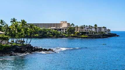 Near-by hotel offers dining options, Keauhou Bay