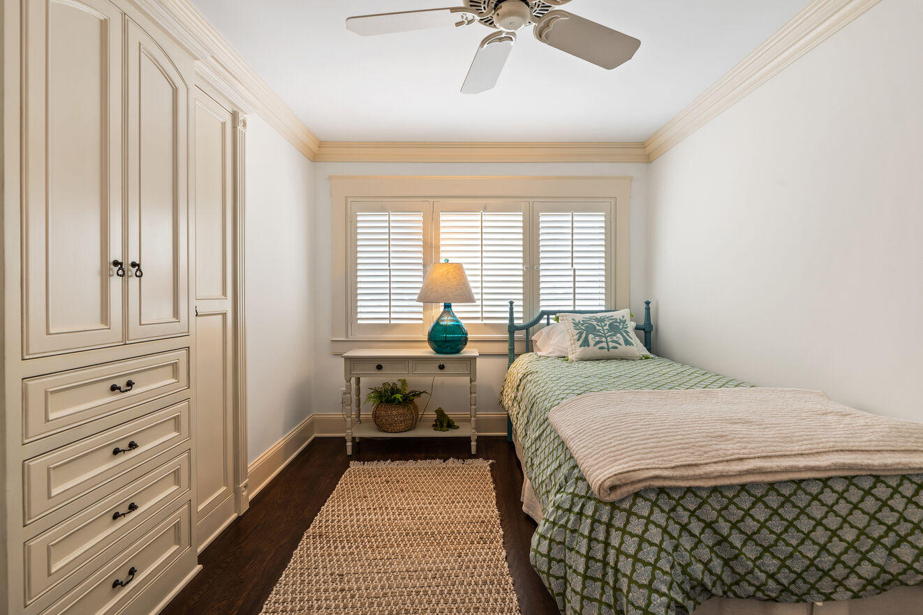 Third bedroom with twin bed