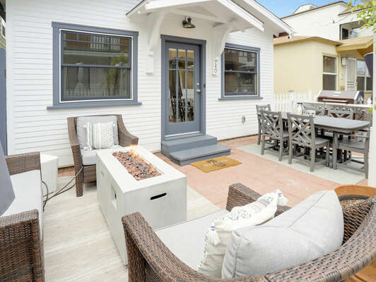 Spacious Front Patio w/ Outdoor Seating, Fire Pit, Outdoor Dining, BBQ, Outdoor Heater