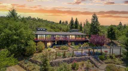 Enjoy breathtaking sunrises and sunsets at this Wine Country mountain oasis