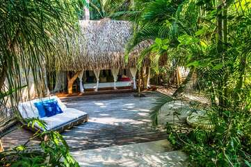 Mixing luxury with the tropical pura vida style