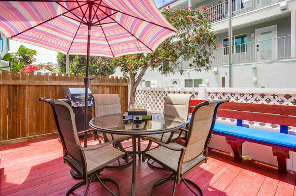 Ground Floor Patio w/ BBQ, Seating & Tabletop Fire Pit